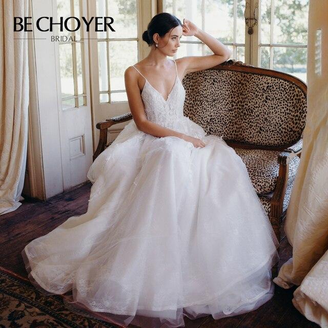 רומנטי אפליקציות חתונת שמלת BECHOYER HE09 אור תחרה 3D פרחי אונליין גב פתוח בית משפט רכבת הכלה שמלת Vestido דה Noiva