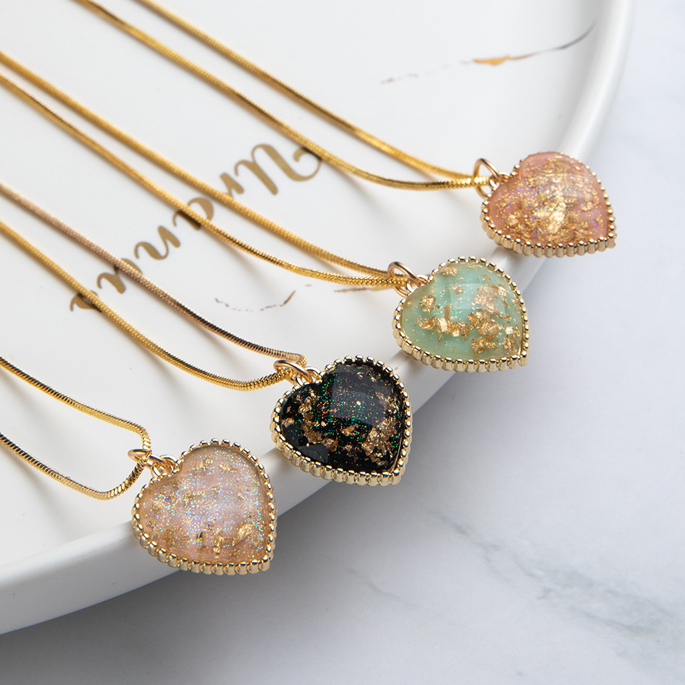 Retro Royal Style Heart Pendant Necklace for Women Gold Color 2020 Fashion Jewelry Short Necklaces Female Luxury Design New