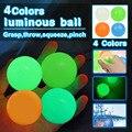 4,5 см светящиеся шарики высокого отказов светящийся мяч для снятия стресса Липкой Стены Дома вечерние украшения подарок для детей тревоги и...