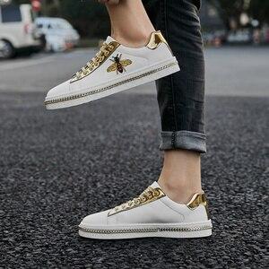 Image 4 - Zapatos planos con bordado de abeja para hombre, zapatillas masculinas de suela plana, informales, con purpurina, a la moda