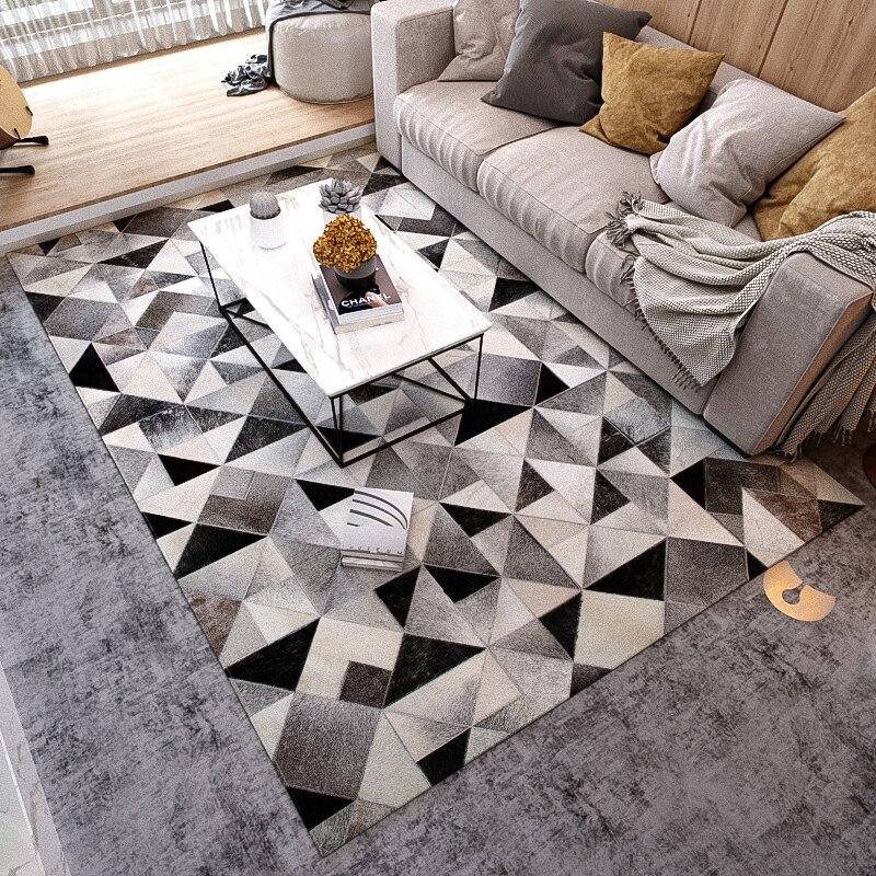 Ev ve Bahçe'ten Halı'de Iskandinav siyah beyaz ve gri üçgenler doğal dana derisi kürk halı oturma odası için büyük boy dekorasyon ofis halısı title=