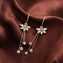 Женские асимметричные серьги с тремя пятью цветками и кристаллами