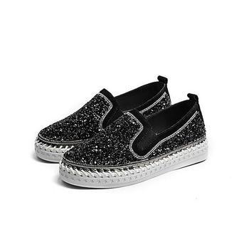 Skórzane mokasyny damskie nity grube podeszwy pedał leniwe buty czarne nubukowe płaskie buty skórzane damskie damskie pojedyncze buty tanie i dobre opinie NoEnName_Null CN (pochodzenie) Flock RUBBER Slip-on Pasuje prawda na wymiar weź swój normalny rozmiar Na co dzień Świńskiej