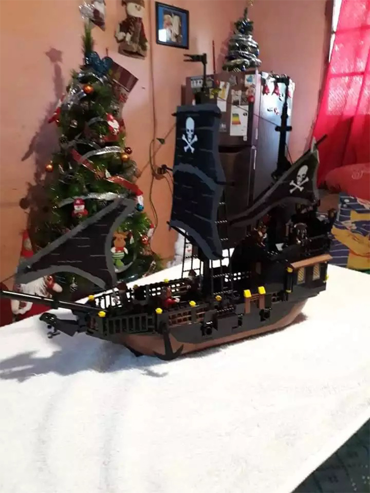 Legend of Pirates Legoed Black Pearl 652PCS Ghost ship large Models building block educational toys gift compatible 9115 figures