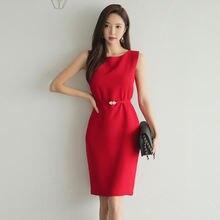 Женское офисное платье жилет красное с круглым вырезом и поясом