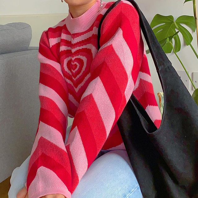 Casual sweater with infinite heart pattern