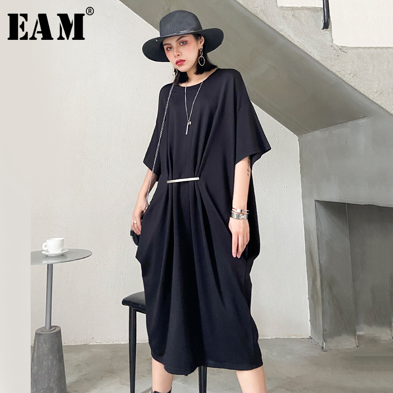 [EAM] Women Black Brief Pleated Big Size Dress New Round Neck Half Sleeve Loose Fit Fashion Tide Spring Summer 2020 1T085