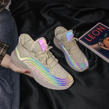Odblaskowe paski trampki letnie siatkowe buty damskie 2021 nowe Ins Luminous damskie trampki dziewczyny latające dzianiny obuwie tanie i dobre opinie Akexiya Siateczka (przepuszczająca powietrze) CN (pochodzenie) RZYM Mieszane kolory Dla osób dorosłych Cotton Fabric