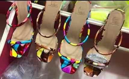 Năm 2019 Thời Trang Mùa Hè Ngày Lễ Nữ Gót Vuông Sandalias Nhiều Màu Sắc In Hình Trơn Cổ Giày Nữ Ngoài Trời