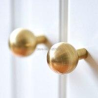 Pellet solid simples botão da gaveta móveis armário botão de ferragem guarda-roupa sapato porta único furo lidar com armário cone puxar
