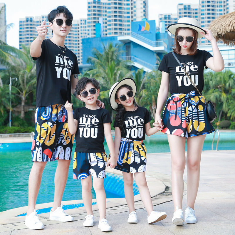 Family Matching Outfits 2020 Summer Dad Son Mom Daughter Clothing Cotton Black T-shirt+Flower Shorts Couple Matching Clothing
