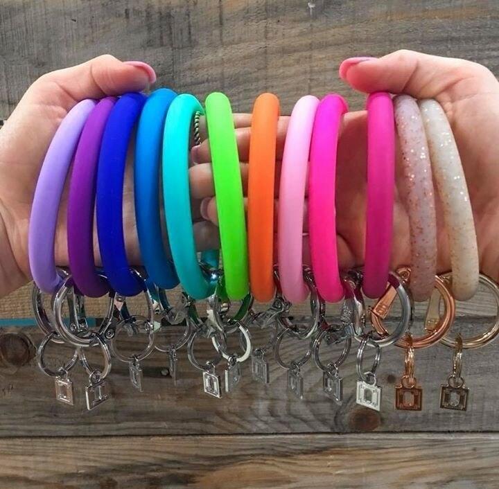 Girlgo-Soft-Silicone-Wristlet-Keychain-Bracelet-Bangle-Keyring-Wear-O-Key-Ring-Car-Key-Chain-Holder (1)