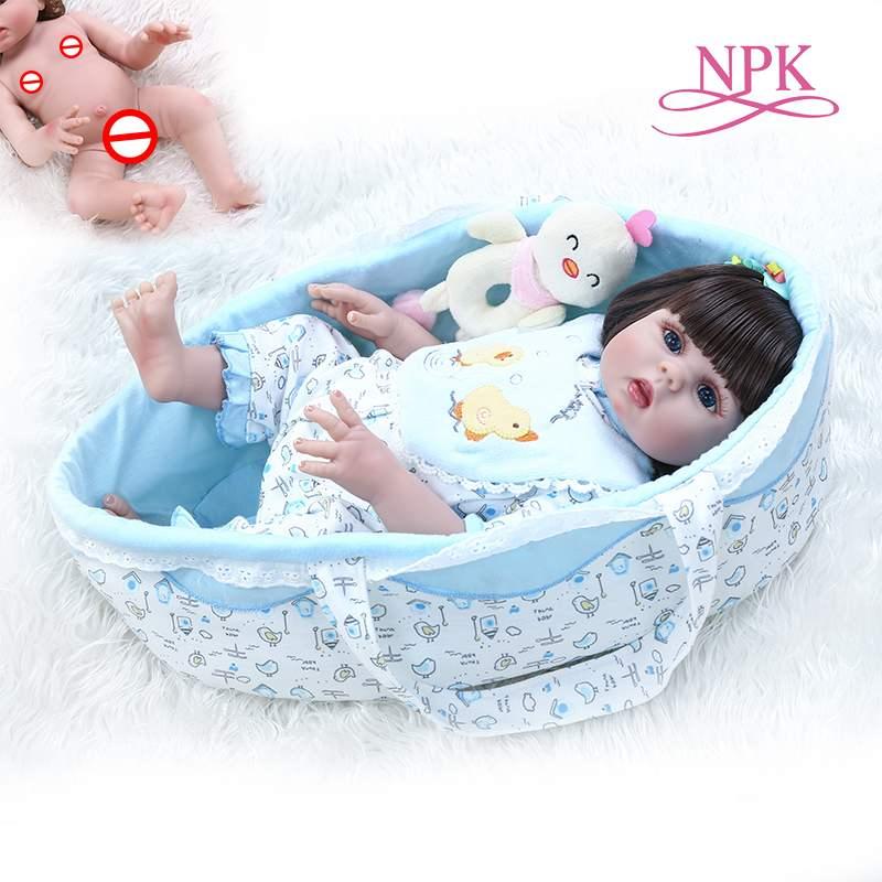 48CM lifelike boneca reborn baby doll peluches de corpo inteiro suave silicone flexível cesta de transporte do bebê saco de dormir do bebê recém-nascido