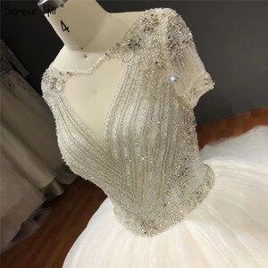 Image 4 - Vestidos de novia blancos de manga corta brillantes de gama alta con pedrería de diamante sexis vestidos de novia de lujo HA2275 hechos a medida