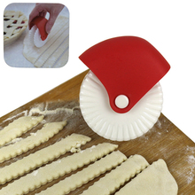 Pastry Cutter Plastic Lattice Wheel Roller For Pizza Pie Baking Accessories Decoration Cutter Pastry Pie Crust Baking Cutter 2019 white plastic baking tool cookie pie pizza pastry lattice roller cutter craft plastic baking knife tool 25