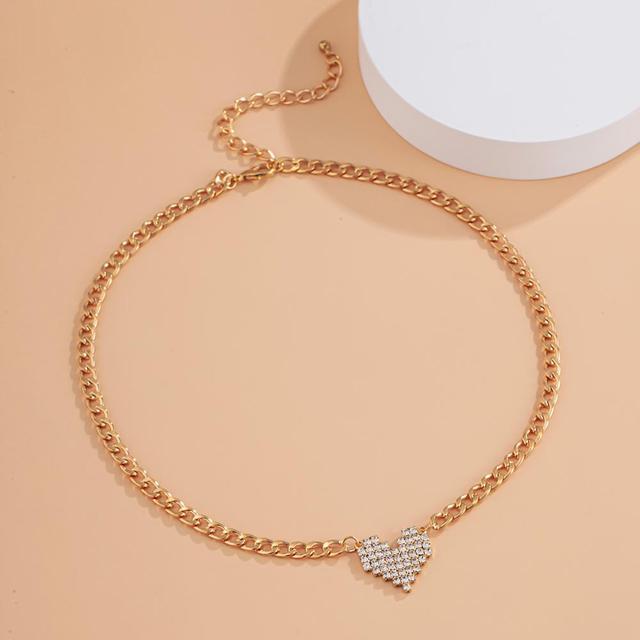 Lacteo 2021 mode Bling strass amour coeur pendentif collier Simple minimaliste métal collier ras du cou bijoux pour les femmes
