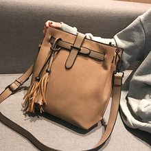 2017 new female bag bucket bag korean simple fashion satchel all match bulk bag Bag Female Shoulder Messenger Bag 2019 New Fashion Tassel Bucket Bag Simple Handbag Crossbody Bags for Women