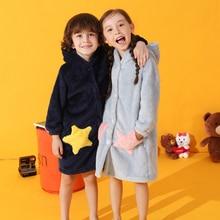 Мода г.; Детские Банные халаты для мальчиков и девочек; зимний детский банный халат; фланелевые банные халаты для девочек-подростков; мягкая Пижама со звездами и карманами