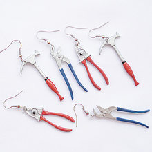 Engraçado criativo ferramentas artesanais brincos para mulheres meninas diy moda simulação pinças martelos exagerados vermelho azul balançar brincos