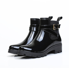New Rubber Shoes Women Rain Boots Warm Buckle Platform Slip On Pvc Waterproof Motorcycle Bowtie Ankle Flat With Woman Shoes цена 2017