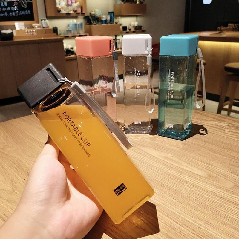 Garrafas de água dos pp do produto comestível 6 cores copo quadrado transparente suco frio esportes de água copo com corda de leite portátil esporte copo de água