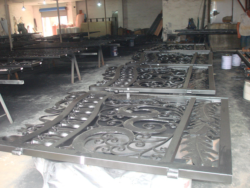 Hench Shanghai Factory Price Italy Wrought Iron Driveway Gates