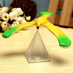 Amazing Balancing Eagle With Pyramid Stand Magic Bird Desk Fun Funny Gadgets Novelty Interesting Toys For Children Birthday Gift