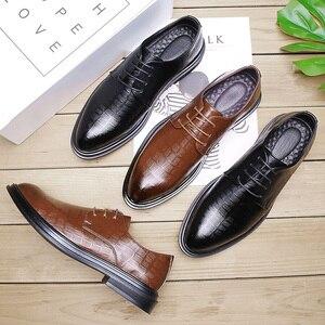Image 5 - 2020 בעבודת יד גברים רשמי נעלי גברים עור לנשימה עסקי מבטא שמלת המפלגה משרד חום אוקספורד נעליים