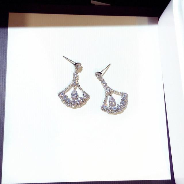 Купить женские серьги гвоздики из серебра 925 пробы с цирконом