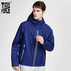 TIGER FORCE 2020 nueva llegada chaqueta de primavera otoño para hombres ropa de calle cálida de alta calidad deportiva de color sólido prendas de vestir con capucha ropa 50613