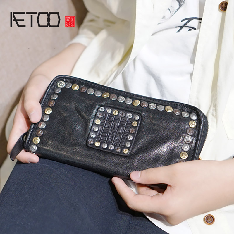 AETOO Leather Retro Handmade Leather Rivet Wallet, Men's And Women's Long Large-capacity Handbags, Mobile Passport Wallet