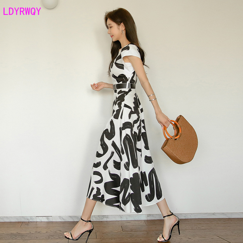 Women's 2019 summer new Korean version of the temperament round neck sleeveless printing was thin  paragraph large swing dress