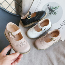 Dzieci płaskie buty dziecięce casualowe sandały szkoły dziewczyny księżniczka Pu skórzane buty antypoślizgowe dzieci Retro Hollow miękkie dno próżniak