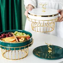 Ceramiczna taca na owoce ze stojakiem luksusowa złota wkładka ceramiczna do przechowywania z pokrywkami na cukierki przekąski talerz do serwowania świątecznych dekoracji tanie tanio CN (pochodzenie) Fruit Plates ROUND basket