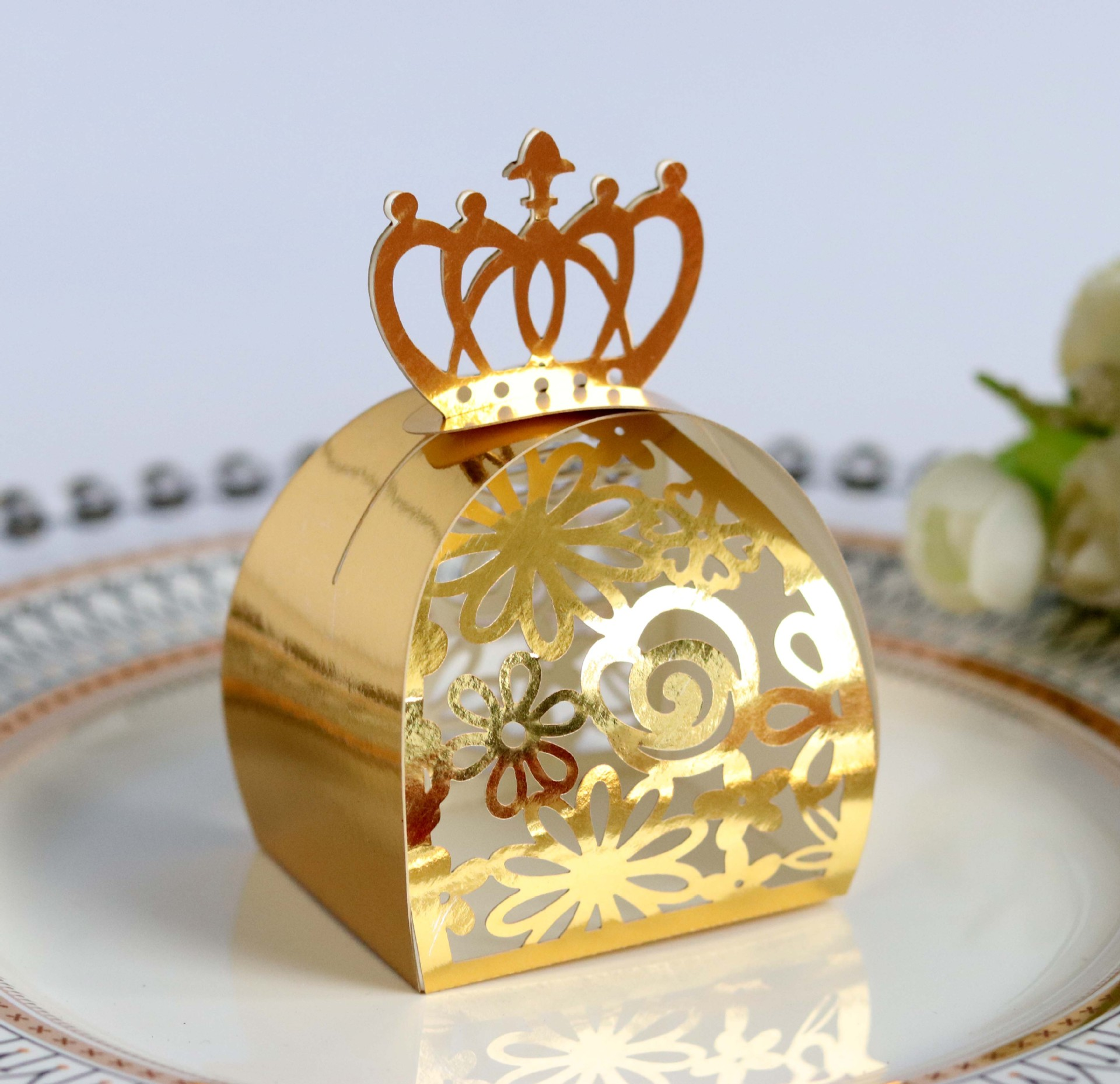 Gold/Red Wedding Favor Box Gift Bags Rose Laser Cut Hollow Candy Box For Chocolate Cardboard Box Paper Box