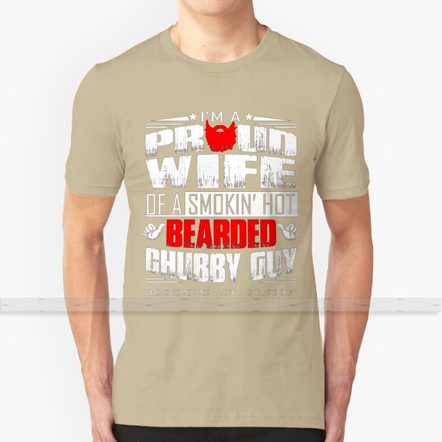 Prise par un barbu Chubby Guy-CETTE FILLE est Smokin Hot Standard T-shirt femme