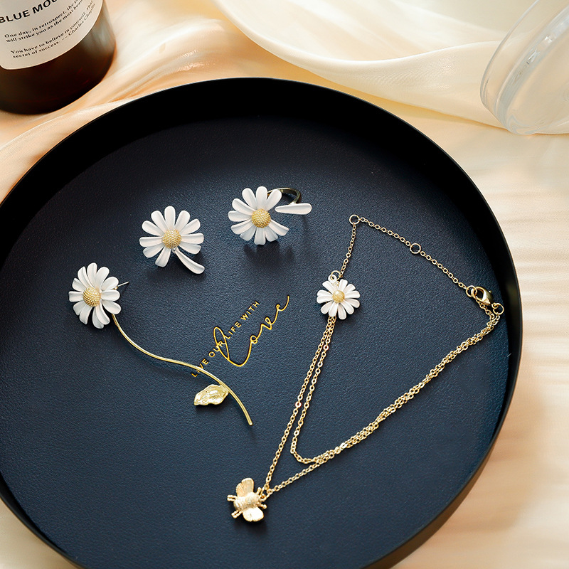 Shiny Side New Accessories Irregular Daisy Flower Stud Earrings for Women Simple Style Gift Jewelry