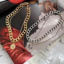 Nowy Hip Hop dwuwarstwowa królowa moneta głowa krótki łańcuszek na obojczyk metalowy gruby łańcuch naszyjnik dla kobiet Choker Party biżuteria tanie tanio CN (pochodzenie) Kobiety Ze stopu cynku Wisiorki Koło Rysunek Punk Moda suspension necklace pendant