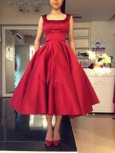 Короткое красное платье для выпускного вечера атласное длиной