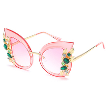 Charming Flower Rhinestone Cat Eye Sunglasses Women Vintage Fashion Butterfly SunGlasses Female Retro Metal Eyeglasses Wholesale