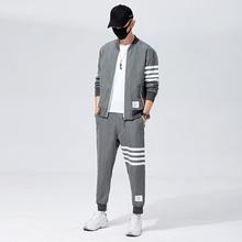 2020 marka jesień zima zestawy dla mężczyzn spodnie odzież Sweatsuit modne ciuchy dresowe odzież sportowa dresy z długim rękawem tanie tanio HAYBLST O-neck Elastyczny pas zipper Poliester Pełna Na co dzień Trousers polyester Aplikacje Kieszenie W paski Black Gray Blue