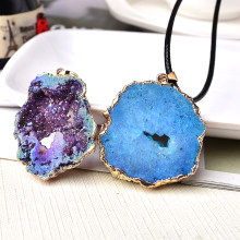1PC Natural Agate Geode Pendant Plated Guardian&Luckly Pendant Colourful Raw Mineral Healing Stone Charm For Unisex Jewelry Gift