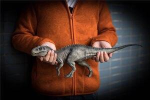 Image 1 - في الأسهم! Nanmu 1:35 مقياس Bereserker ريكس ديناصور نموذج الشكل جامع ديكور هدية مع الحرف البلاستيكية صندوق الأصلي
