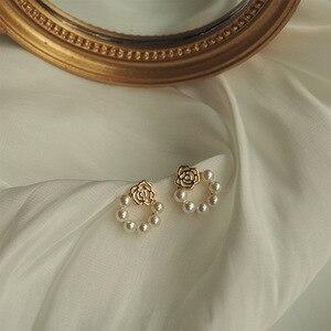 2020 корейские новые простые геометрические серьги, модные темпераментные милые жемчужные серьги с цветком, Женские Ювелирные изделия