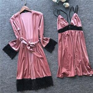 Image 1 - 2019 Otoño Invierno mujer traje de terciopelo y vestido conjuntos dormir salón Pijama señoras Albornoz + vestido de noche con pecho almohadillas