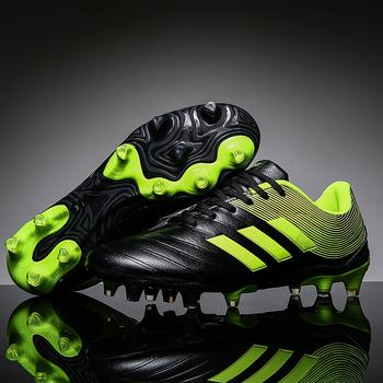Trampki mężczyźni korki buty piłkarskie długie kolce TF kolce trampki miękkie kryty Turf Futsal buty piłkarskie mężczyźni Zapatos tanie i dobre opinie HYLYDL Średnie (b m) 1672 RUBBER Lace-up Bezpłatne elastyczne Syntetyczny Pasuje prawda na wymiar weź swój normalny rozmiar