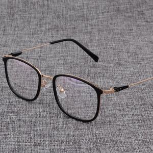 Image 5 - Montura de aleación para gafas cuadradas ultralivianas, graduadas para miopía, montura ópticas metálicas para hombre y mujer, D825