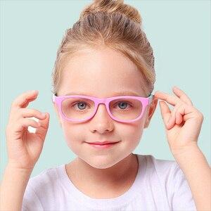 Image 2 - 2020 blau Licht Gläser Kinder Mode Junge Mädchen Blocking Computer Klar Transparent Brillen Optische TR90 Rahmen UV400