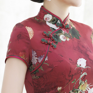 Image 4 - 2020 הצעה מיוחדת משי חדש העמידה בגיל Cheongsam השתפר התיכון ארוך Aodai אמא של גבוהה סוף שמלת כלה סיטונאי
