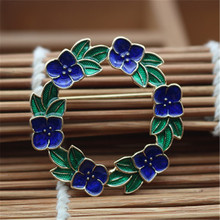 Creative new two-color garland brooch drip glaze fashion coat flower texture brooch ladies clothing decorative accessories